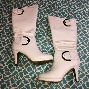 Top Moda white slouch boot size 8.5